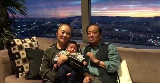 82岁韩美林老年得子