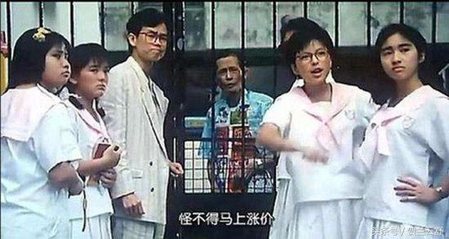 黎姿(右一)曾在'開心鬼放暑假'陪襯羅美薇(右二)、陳加玲(左二)與黃百鳴(左三)。