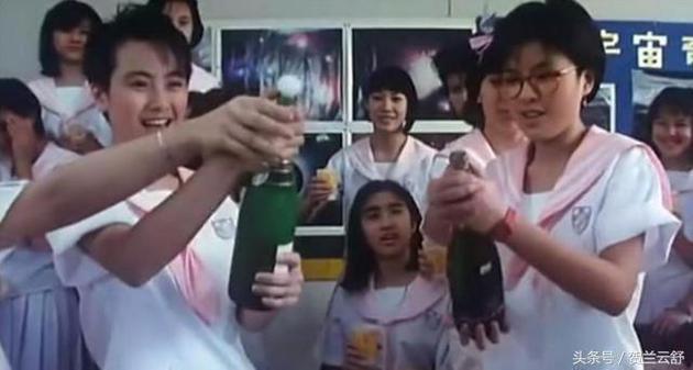 黎姿(中坐者)在《开心鬼放暑假》戏份远不如袁洁莹(左)与罗美薇(右)。