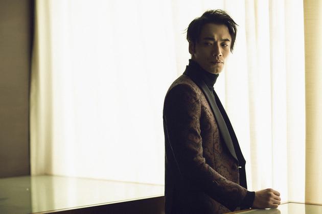 薛皓文西装笔挺亮相盛典 获最受欢迎反派演员图片