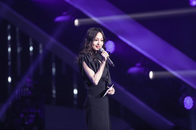 《歌手》张韶涵串讲变红娘 撩遍全场超鬼马