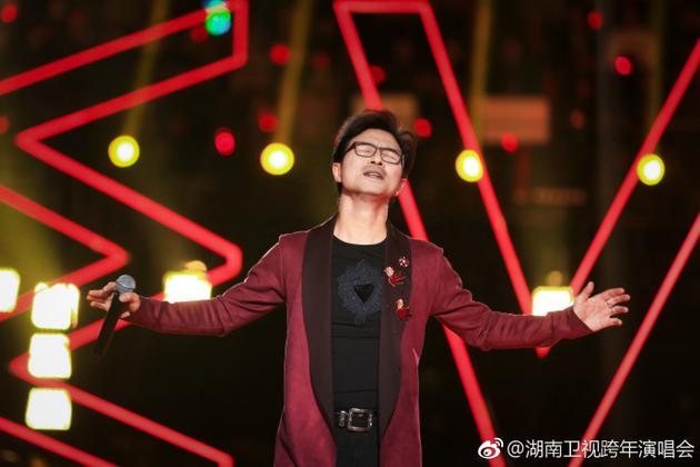 汪峰嗨唱湖南卫视跨年演唱会现场