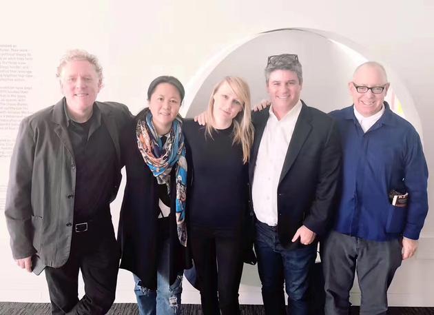 《童心无归处》主创团队(从左至右):制片人Scott Macaulay、出品人董文洁(Jennifer Dong)、导演Kitty Green、发行人Adam Del Deo、监制James Schamus