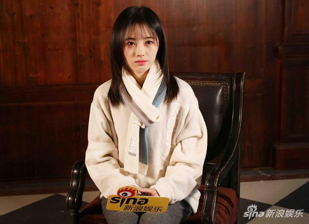 鞠婧祎表示在剧组开过真枪