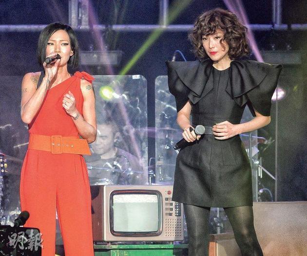 卢巧音透露发短讯邀郑秀文做嘉宾,当郑秀文回复答应时,令她紧张得心跳加速、手心冒汗。
