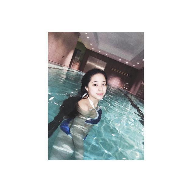 13岁欧阳娣娣首晒泳装照