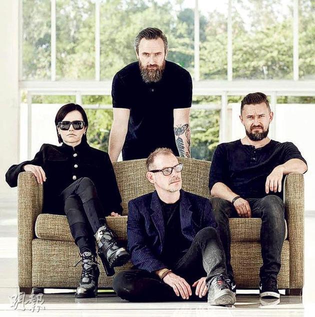 桃乐丝的死讯曝光后,小红莓乐队去年发行专辑《Something Else》迅立刻被乐迷抢购。