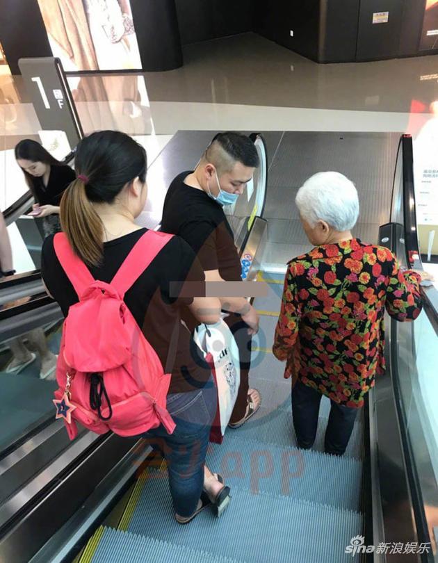 岳云鹏与妻子和母亲