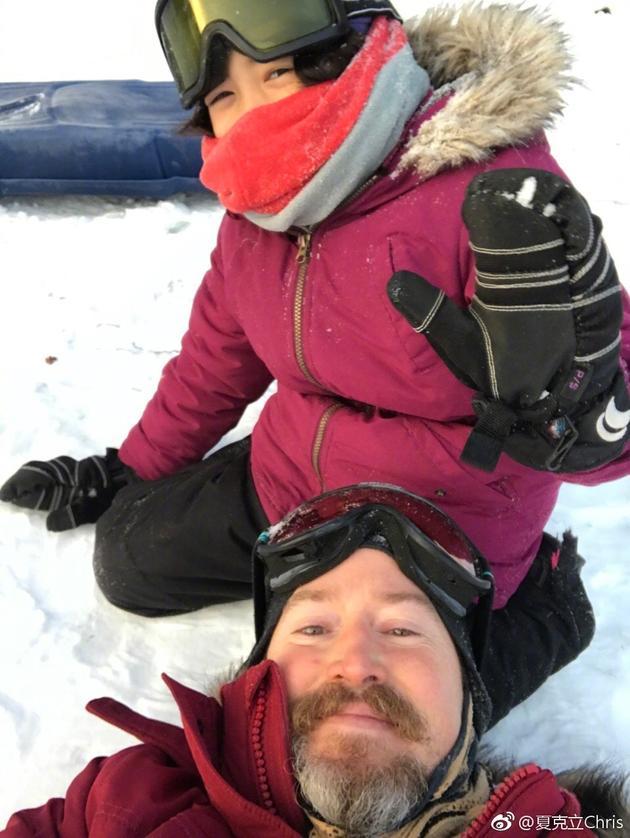 夏季小公主不畏阴冷 大冬季与父亲夏克立滑雪磨练