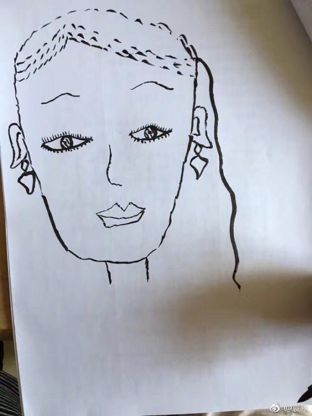 袁泉骄傲晒女儿画作哈哈眼里的妈妈始终是长发