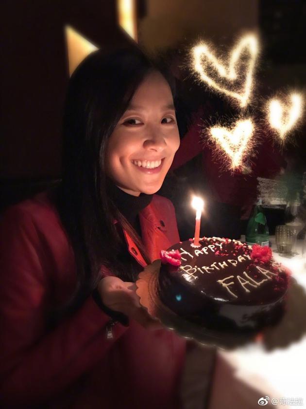 刘诗诗为陈法拉拍生日照