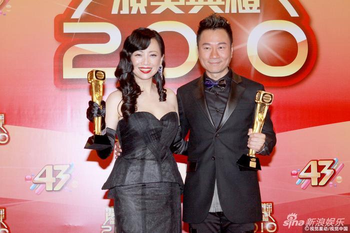 邓萃雯、黎耀祥凭借《巾帼枭雄》和《巾帼枭雄之义海豪情》成为TVB历史上首度双双蝉联的视帝视后。