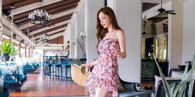 韩国网红穿碎花长裙秀美腿清纯性感
