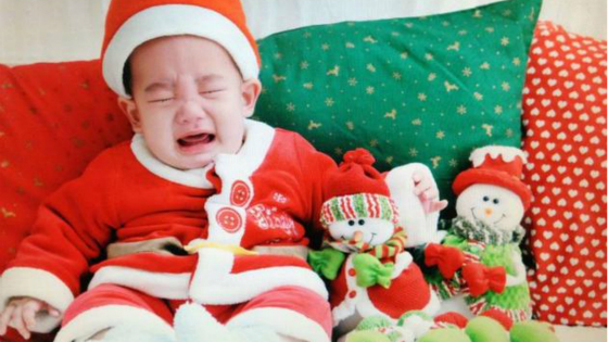 应采儿晒jasper婴儿照 圣诞装大哭超可爱