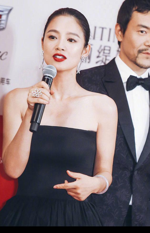 姜文拜倒在她石榴裙下 绝不仅是她长得美