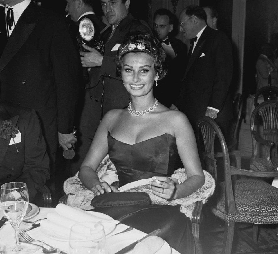 1958年5月,索菲亚罗兰在戛纳国际电影节