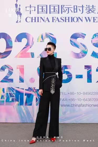 罗拉密码主题秀《高?欲》亮相AW21中国国际时装周