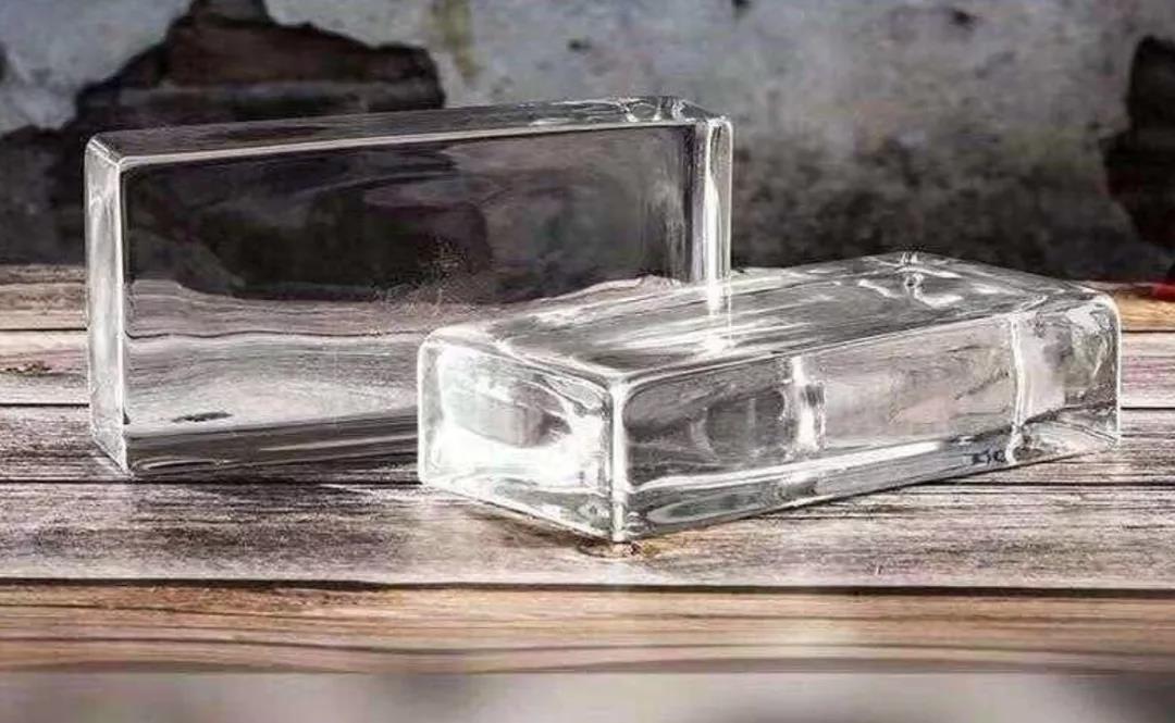 高级不高冷的玻璃砖 改善小黑屋采光全靠它