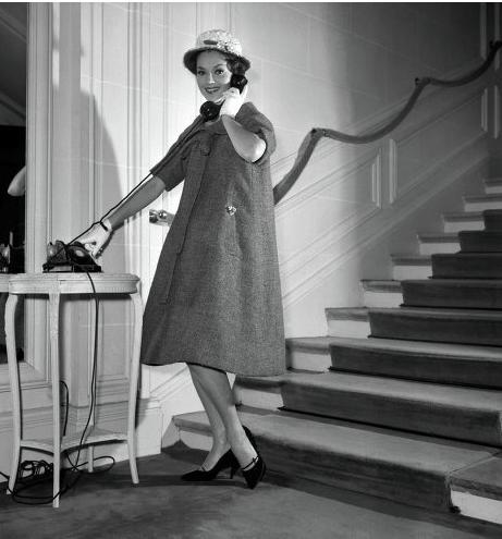 由Yves Saint Laurent设计的Trapeze Line连身裙