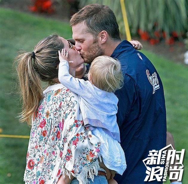 抱着孩子们秀恩爱的吉赛尔和老公布雷迪