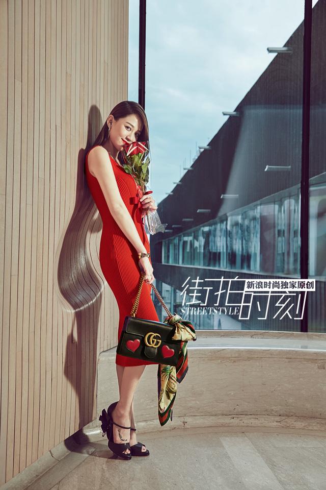 街拍时刻 学陈乔恩七夕装扮做甜蜜女孩