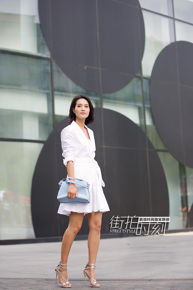 街拍时刻 朱丹化身白衣OL清爽盛夏