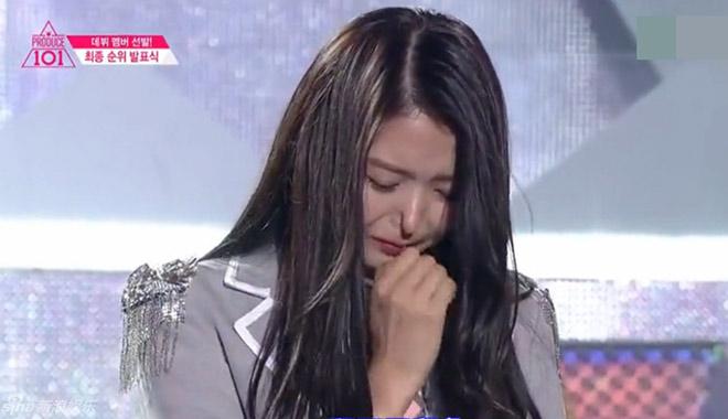 惊呆了!韩女星台上抽泣 当场鼻子塌陷进去