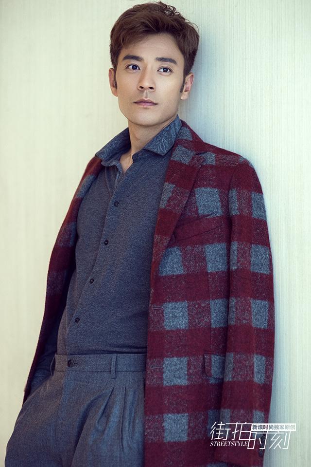 街拍时刻 李光洁格纹大衣陪你温暖入秋