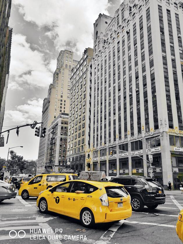 """""""大扭腰""""街头的黄色出租车"""