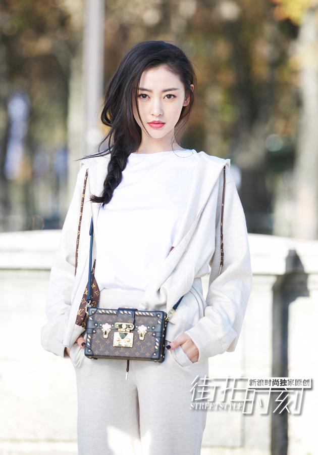 张天爱穿全白造型