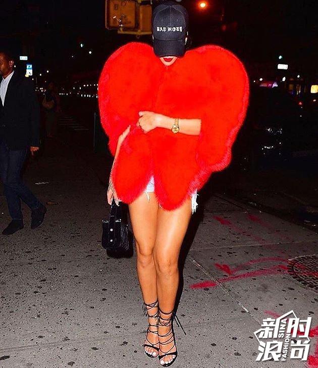 Rihanna桃心皮草