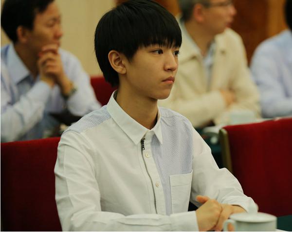 2015年5月4日王俊凯作为代表参加了在人民大会堂举办的共青团中央优秀青年座谈会