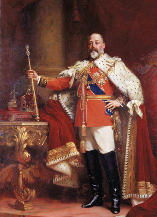 1902年Samuel-Fildes创作的帆布油画,作品中英国国王爱德华七世身着华丽的红色天鹅绒斗篷