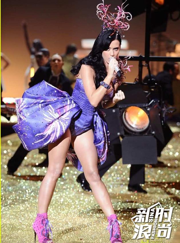 2010表演嘉宾:Katy-Perry