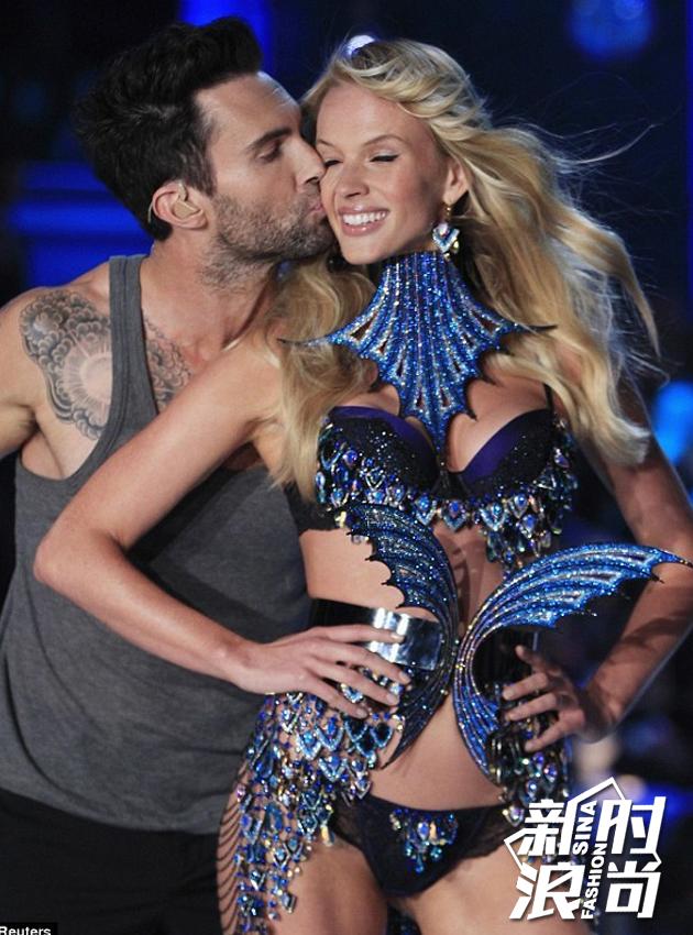 2011表演嘉宾:Maroon-5