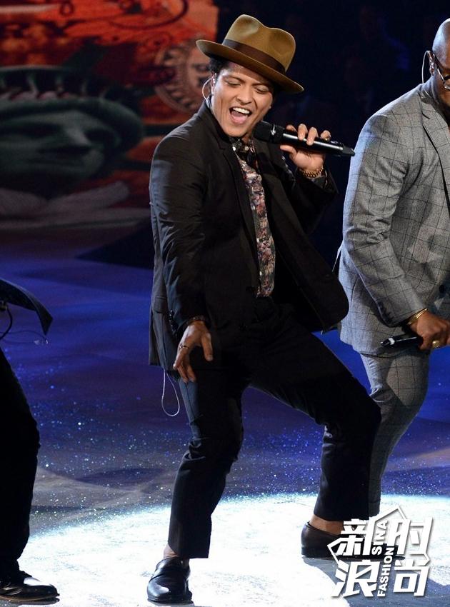 2012表演嘉宾:Bruno-Mars
