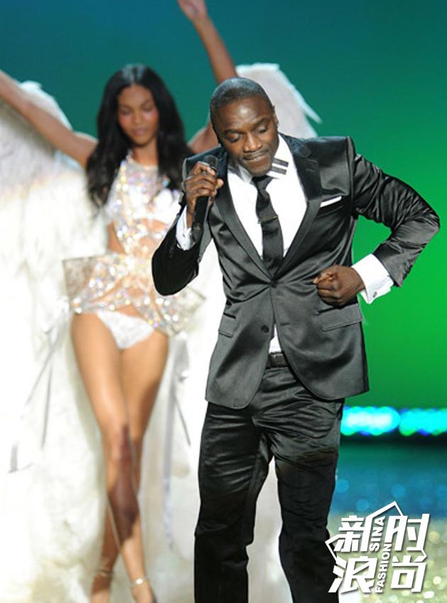 2010表演嘉宾:Akon