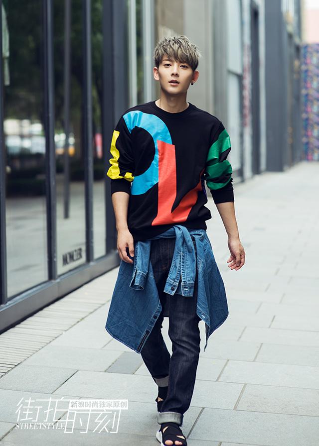 街拍时刻 陈翔字母卫衣演绎街头时髦客