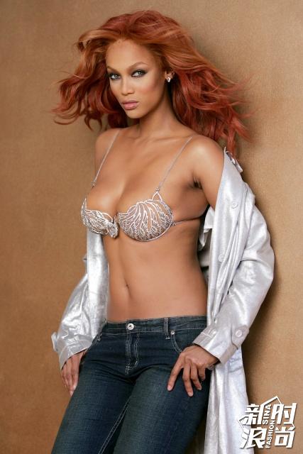 穿上Fantasy-Bra的第一位黑美人——Tyra Banks