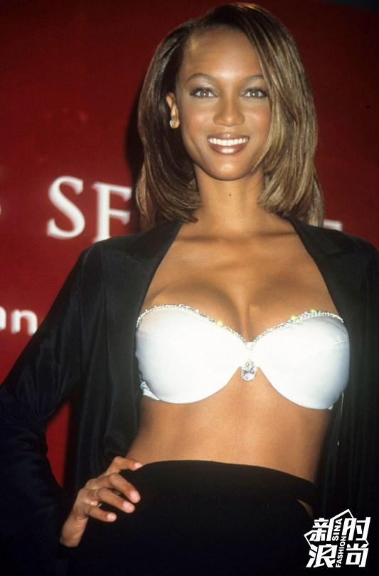 穿上Fantasy Bra的第一位黑美人——Tyra Banks2