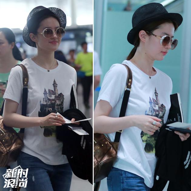 刘亦菲穿白T恤