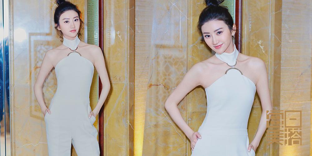 每日美搭 景甜白色连体裤玩转帅气性感