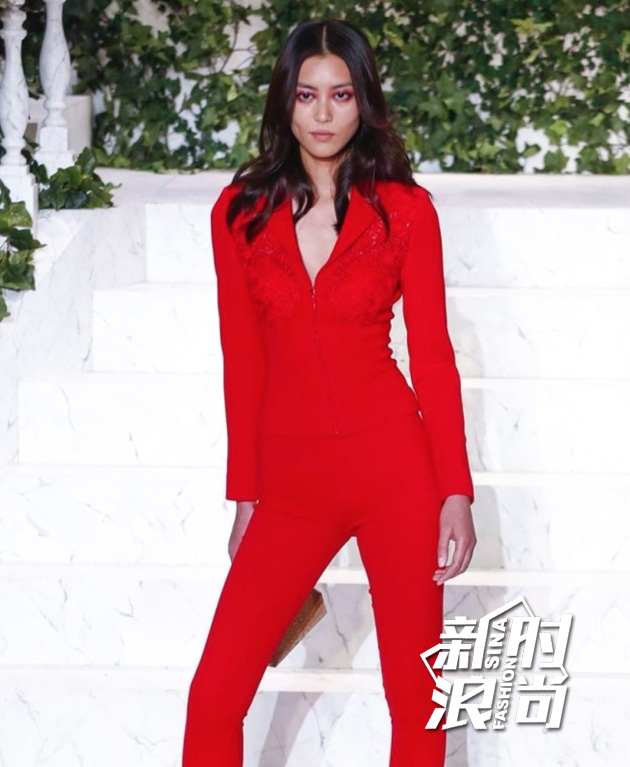 刘雯亮相La-Perla2017秋冬秀