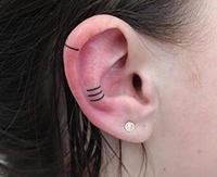 今年流行耳朵纹身