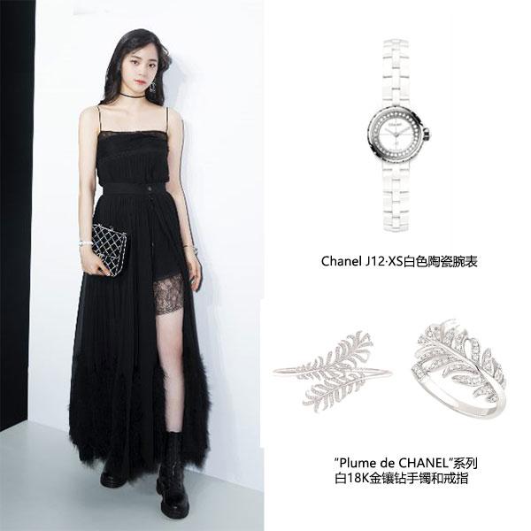 """欧阳娜娜佩戴""""Plume de CHANEL""""系列白18K金镶钻手镯和戒指以及J12?XS白色陶瓷腕表"""