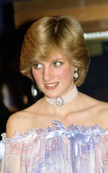 1981年参加英国伦敦V&A博物馆晚宴
