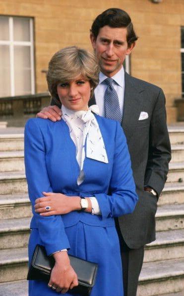 戴安娜王妃的蓝宝石订婚戒指