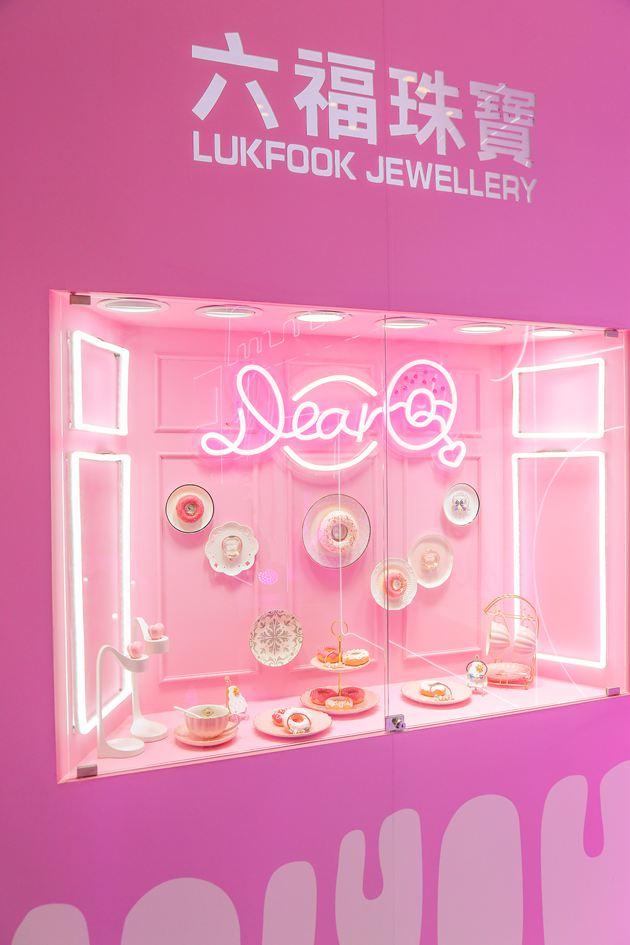 发布会现场随处可见粉红梦幻的甜美元素,营造成少女心爆棚的粉色世界