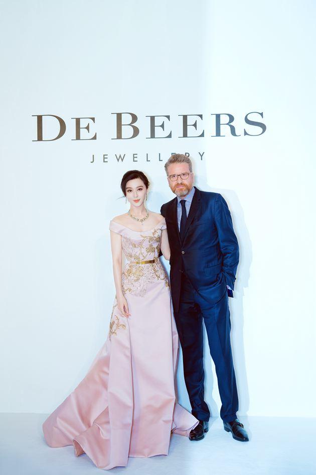 戴比尔斯珠宝全球首席执行官Francois Delage与范冰冰出席