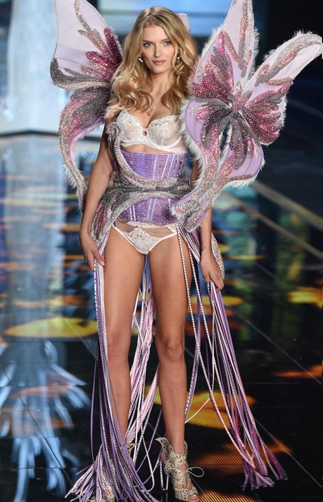 2014年超模Lily Donaldson身穿施华洛世奇维秘内衣